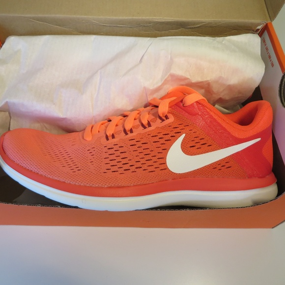 Brand New Womens Nike size 6 running shoe 8e79064b2a